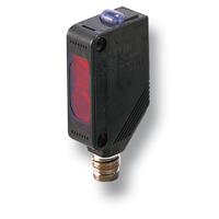 Detección de Presencia de Etiquetas Opacas sobre Botellas de Vidrio o de PET con Sensor Fotoeléctrico Láser